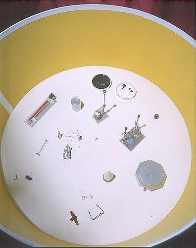 1996_cardoso flea circus_exploratorium09