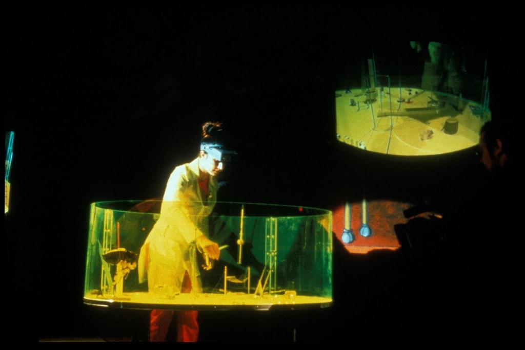 1998_Flea Circus_Pompidou_02