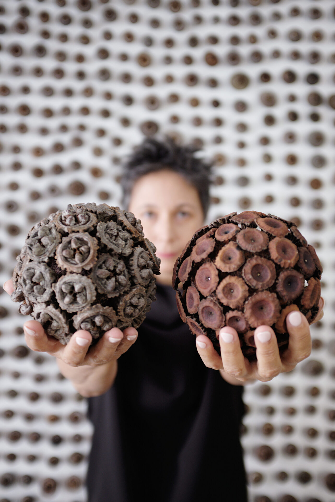 05_Maria Fernanda Cardoso with Eucalyptus Gumnuts Sphere sand wall 2021 Photo credit Jillian Nalty Courtesy of the artist and Sullivan + Strump